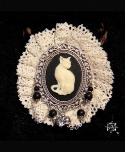 broche dentelle chat