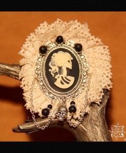 broche Dentelle Lady Death