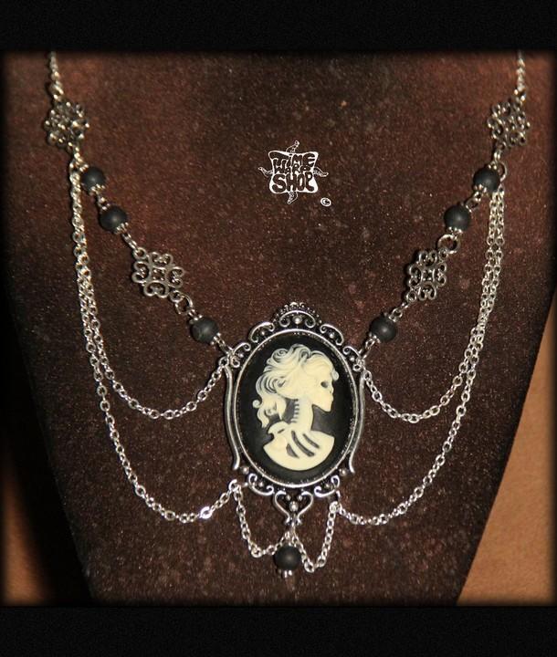 collier Camée Lady Death
