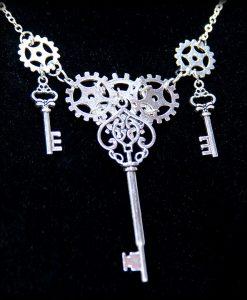 collier engrenages et clés