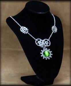 collier engrenages et perle