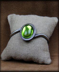 bracelet green light