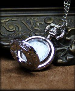petite montre à gousset argentée