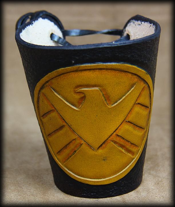 manchette cuir shield